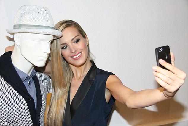 selfie-mannequin