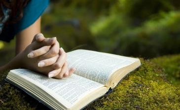 praying teenager